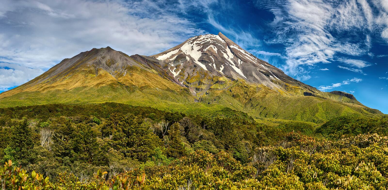 Volcano Taranaki, Nova Zelândia - panorama de HDR imagens de stock