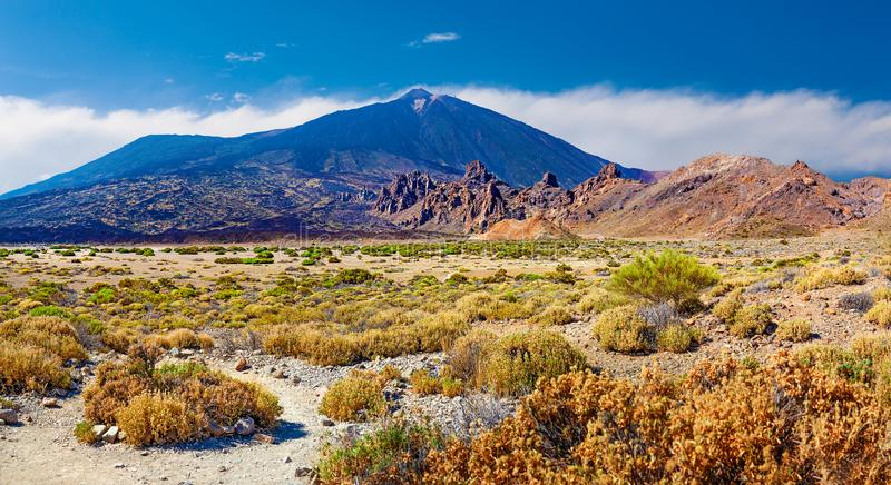 Volcano Teide mit Llano de Ucanca Wüstenpanorama stockfotografie