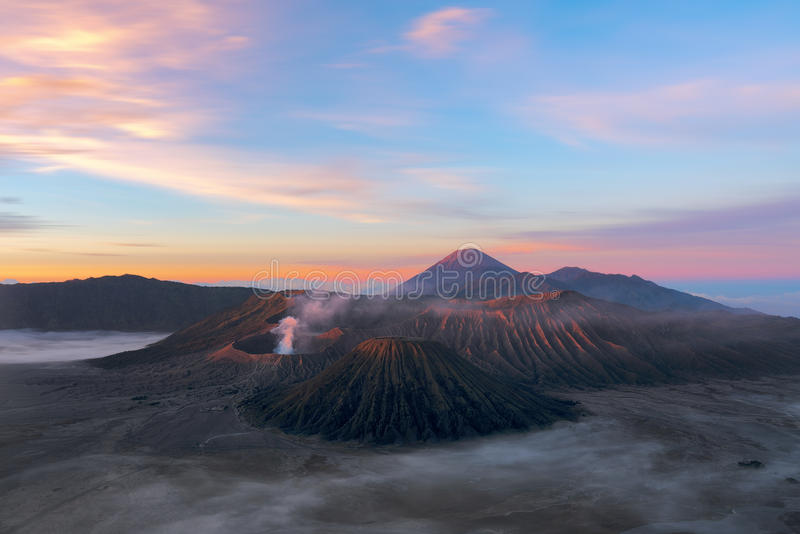 Volcanoes av den Bromo nationalparken, Java, Indonesien Det andra et royaltyfria foton