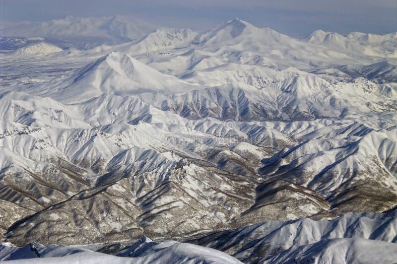 Volcanoes av den Kamchatka halvön. arkivfoto