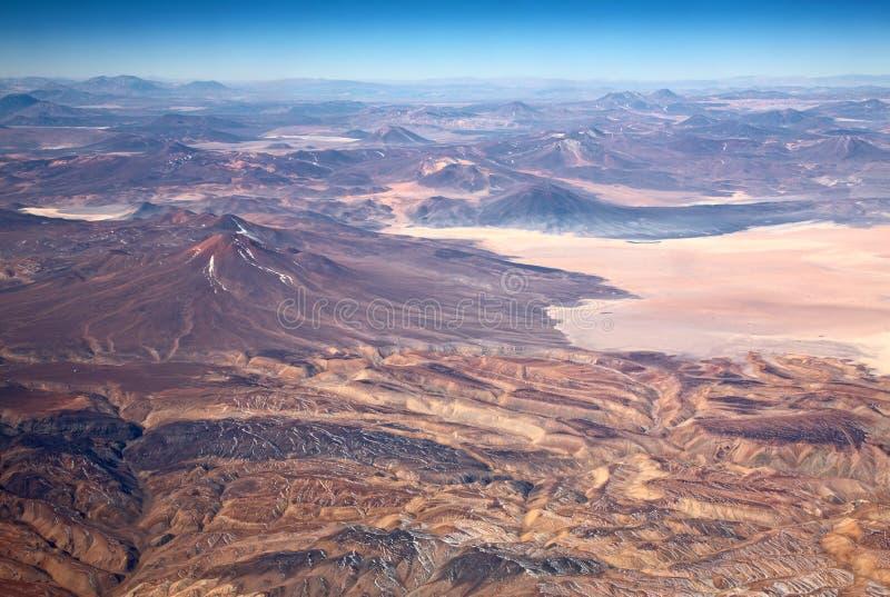 Volcans dans le désert d'Atacama, Chili image stock