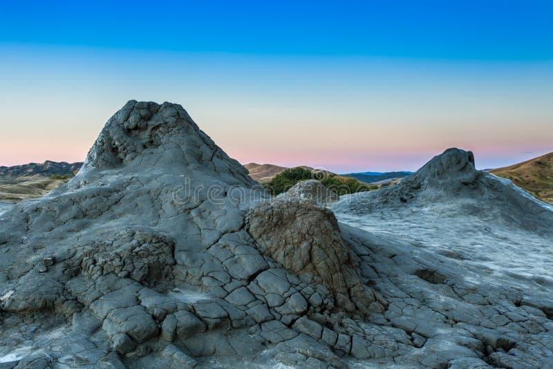 Volcans de boue dans Buzau, Roumanie photos libres de droits