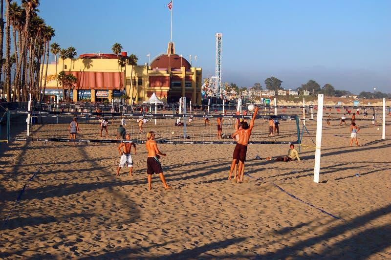 Voleibol de playa en Santa Cruz, California foto de archivo