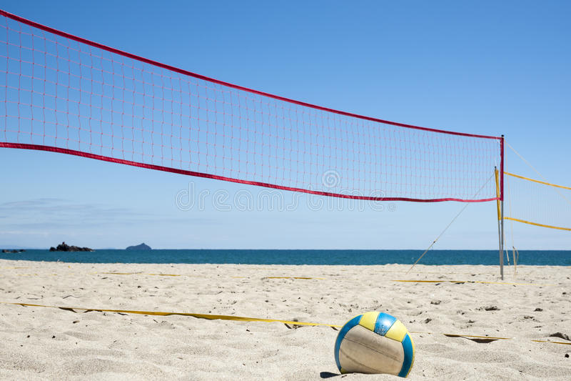 Voleibol en la playa. imagen de archivo libre de regalías