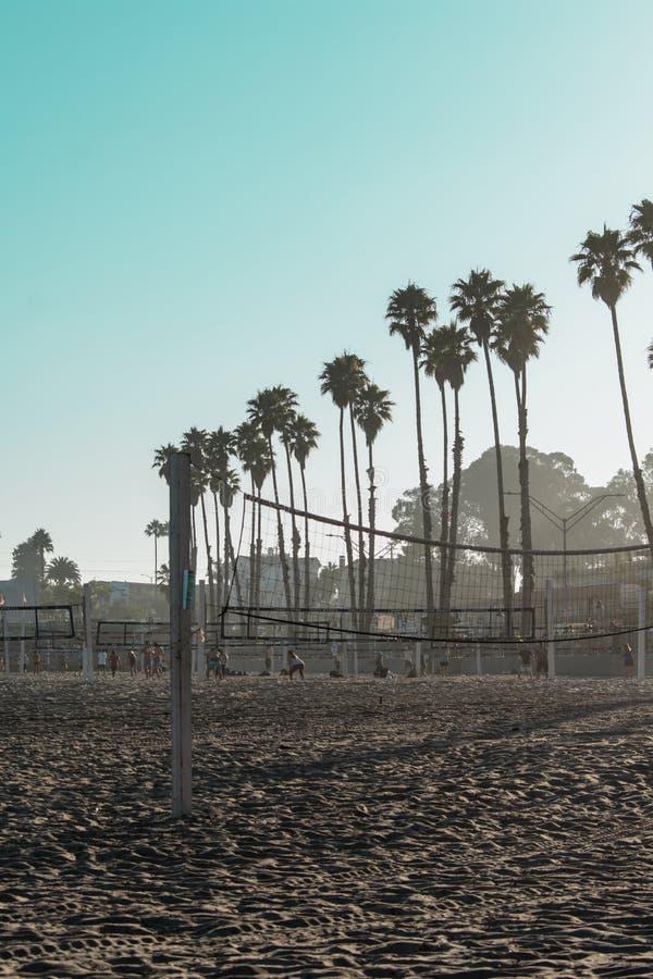 Voleibol en Papá Noel imagen de archivo libre de regalías