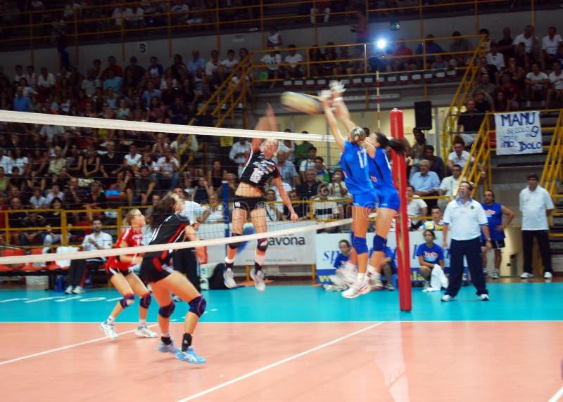 Voleibol: Test match de Preolympic fotografia de stock royalty free