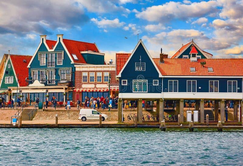 Volendam, Pa?ses Bajos Casas tradicionales del pueblo pesquero  imagen de archivo libre de regalías