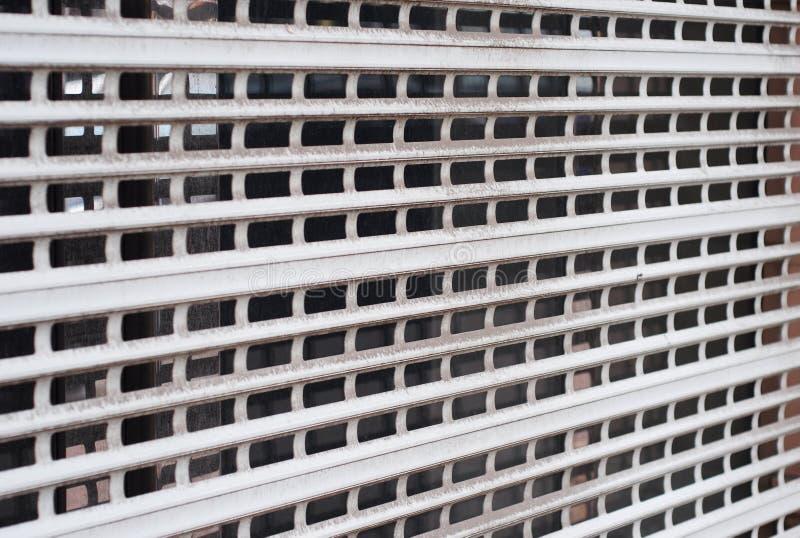 Volets, grils et portes de sécurité La sécurité shutters des volets de rouleau de DIY, portes de sécurité, sécurité escamotable photographie stock libre de droits