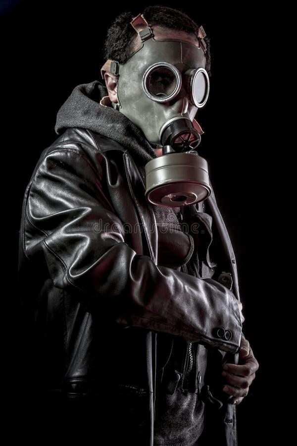 Voleur, homme armé avec la veste en cuir noire, dangereuse photographie stock