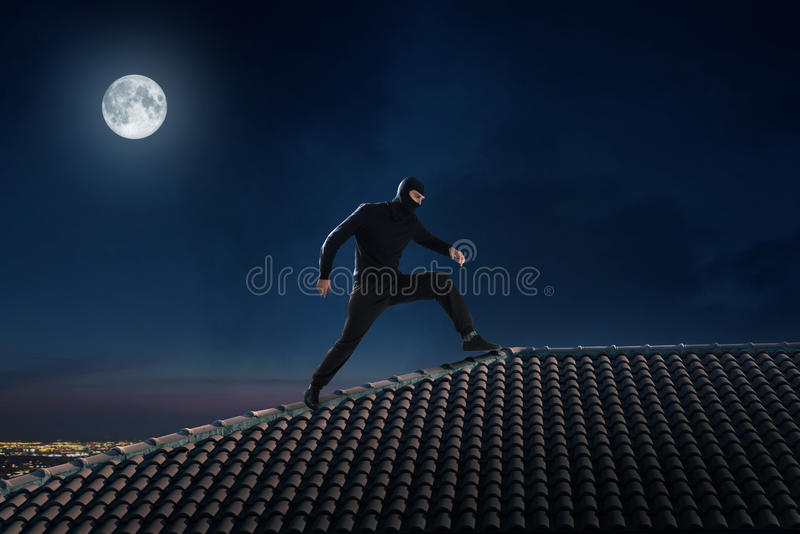 Voleur sur le toit images libres de droits