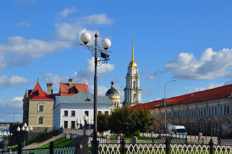 Volga dijk in de stad van Rybinsk, Yaroslavl-gebied, Rusland stock foto