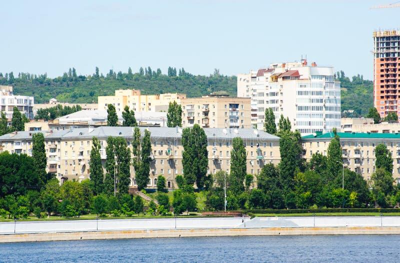 Volga River invallning i den Saratov staden, Ryssland fotografering för bildbyråer