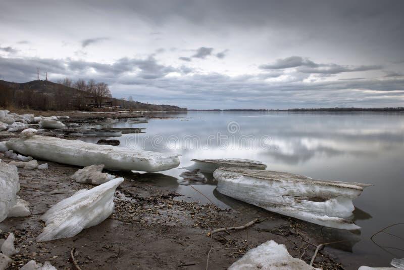 Volga rivier in de lente royalty-vrije stock afbeelding