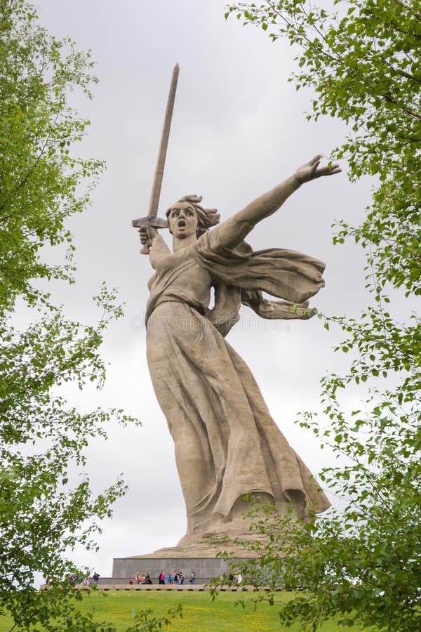 volgograd Россия - 9-ое мая 2017 Скульптура стоковая фотография rf