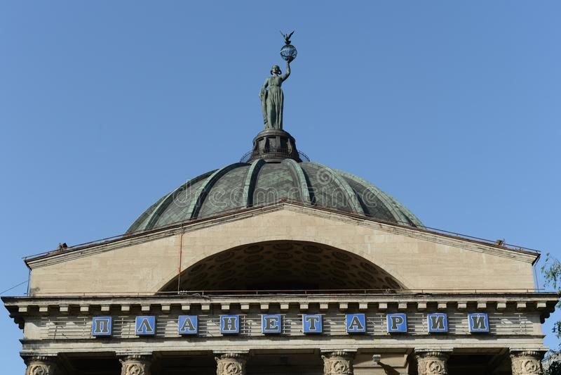 volgograd La Muse de l'Urania d'astronomie sur le dôme du planétarium photo libre de droits