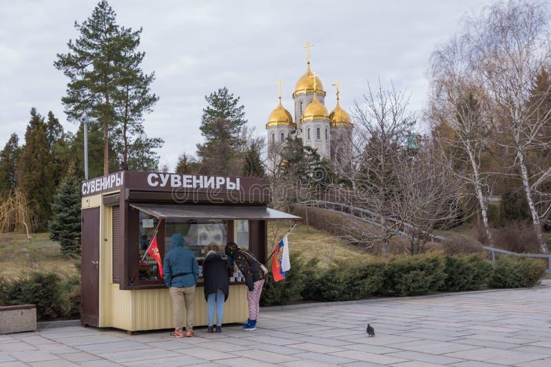 volgograd La Russia 1° aprile 2017 Ricordo del ` dei ricordi del ` del chiosco degli oggetti militari su Mamayev Kurgan fotografia stock