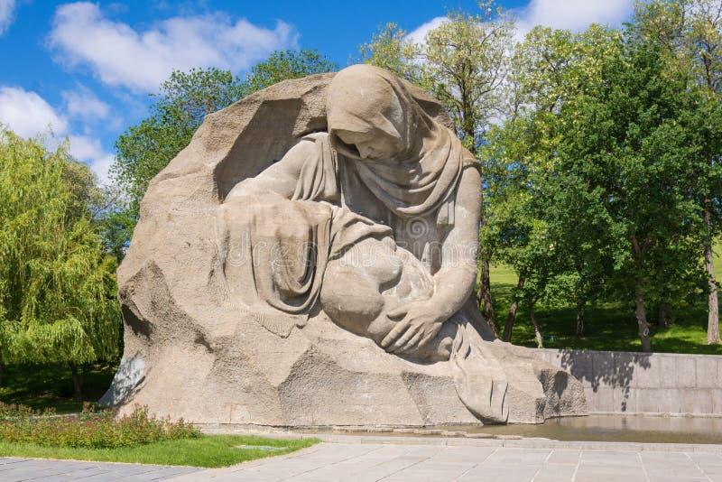 volgograd Rússia - 3 de junho de 2017 A escultura imagens de stock