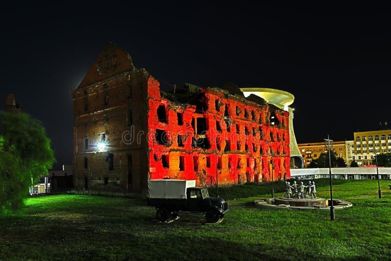 Volgograd, Rússia - 30 de junho de 2018: vista no moinho de Gerhardt na noite imagem de stock