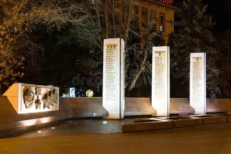 Volgograd Rosja, Listopad, - 1 2016 Aleja bohaterzy Kamienny zabytek z imionami bohaterzy Stalingrad bitwa obrazy stock