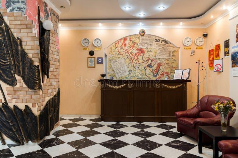 Volgograd Rosja, Listopad, - 3 2016 R eception biurko w hotelowym Stalingrad dedykował bitwa Stalingrad zdjęcie stock