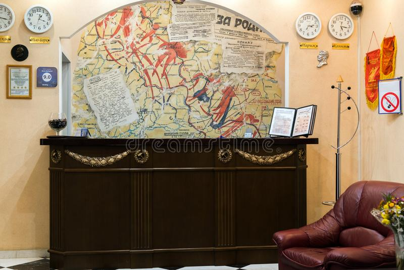 Volgograd Rosja, Listopad, - 3 2016 R eception biurko w hotelowym Stalingrad dedykował bitwa Stalingrad zdjęcia royalty free