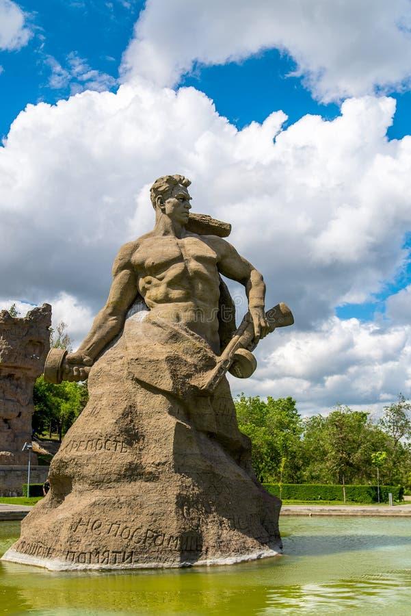 VOLGOGRAD, ROSJA - 26 2019 MAJ: Stojak Śmiertelny zabytek na Mamayev Kurgan obraz royalty free