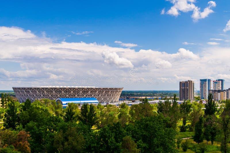 Volgograd, Russia - 29 maggio 2019: Vista al Volga ed all'arena di Volgograd dello stadio di football americano, costruiti per la fotografie stock libere da diritti