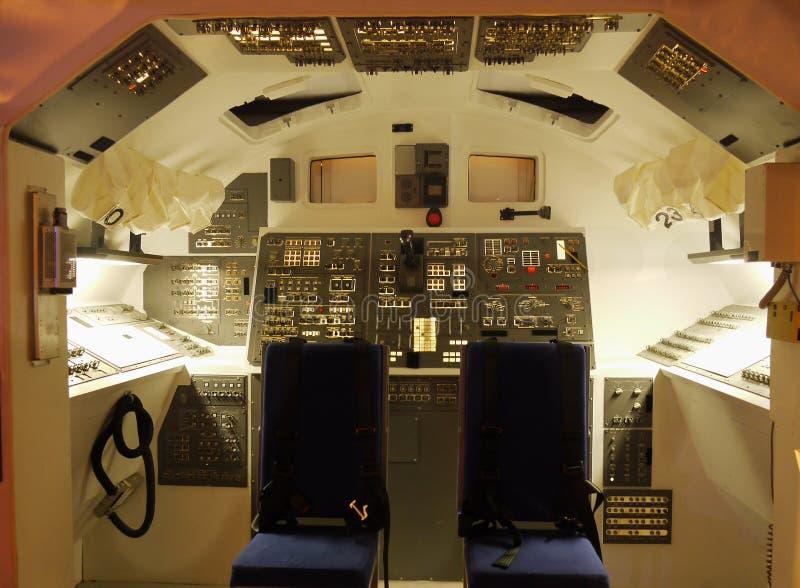 Voli spaziali navetta spaziale della cabina di pilotaggio for Planimetrie della cabina del fienile