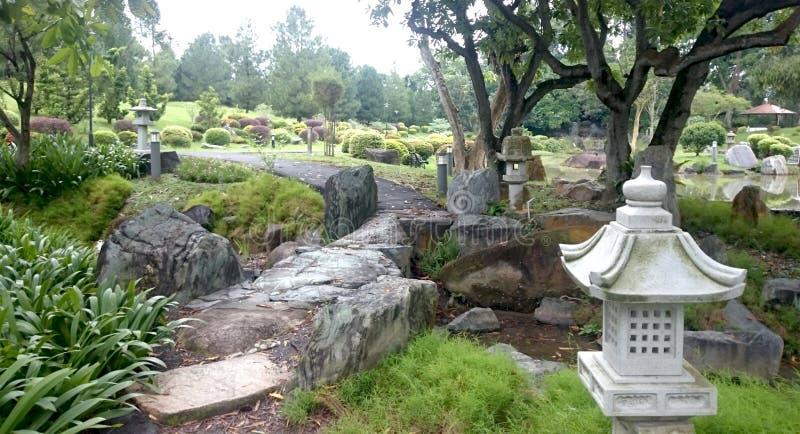 Volkomen evenwichtige Japanse tuin in Singapore stock afbeelding