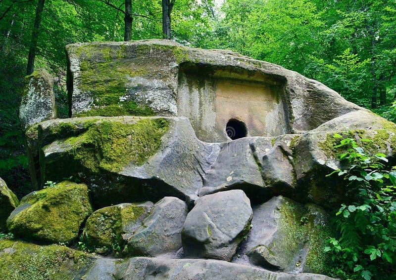 Volkonsky dolmen 2 milenium BC Jedyny w pełni utrzymany dolmen monolit pisać na maszynie wewnątrz świat 2014 2018 filiżanki gier  obraz stock