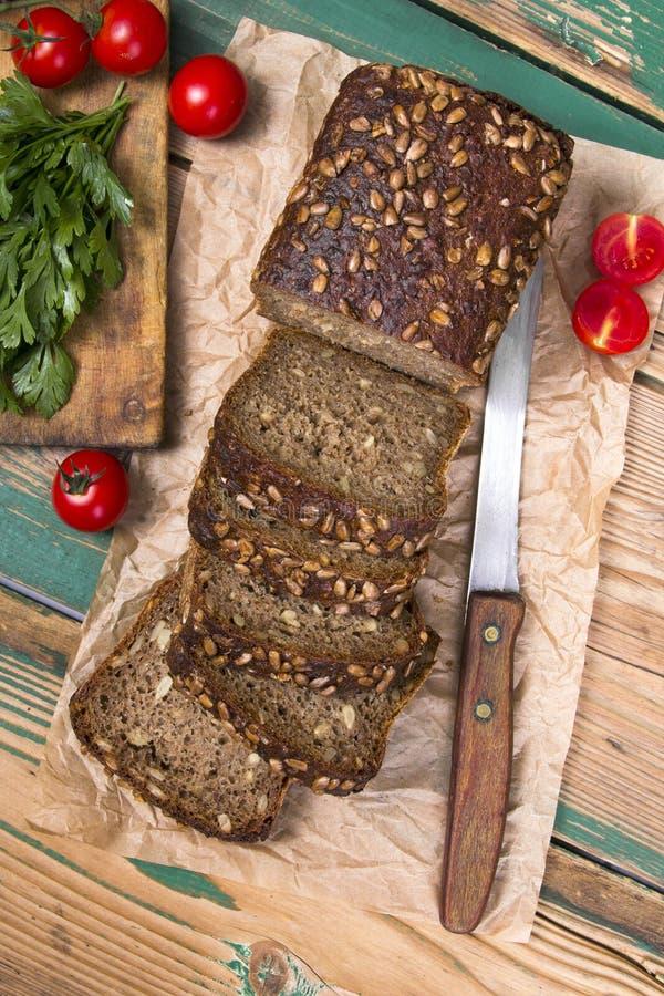 Volkorenbrood met zonnebloemzaden royalty-vrije stock fotografie