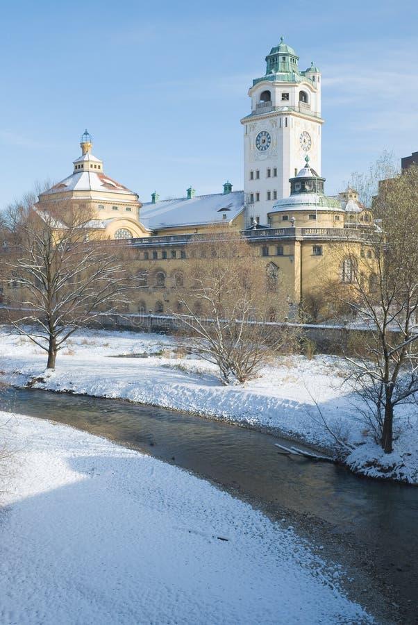 Volksbad et fleuve en hiver photo libre de droits