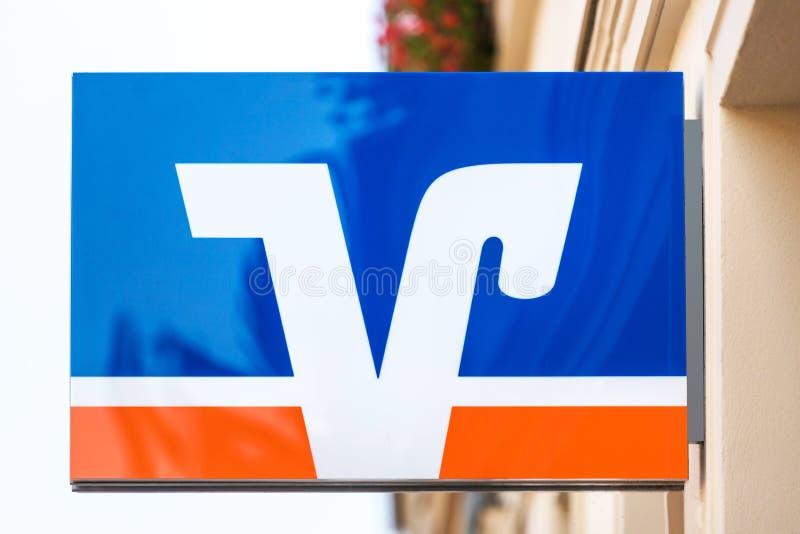 Volksbank banking-skylt i neuruppi-Tyskland fotografering för bildbyråer