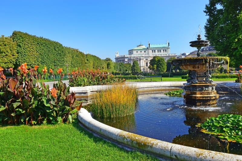 Volksgarten和Burgtheater在内在施塔特维也纳,奥地利 库存照片