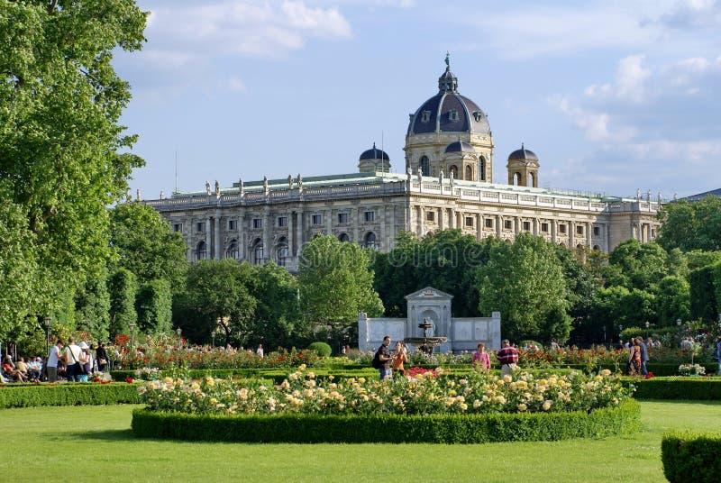 Volksgarten davanti al palazzo di Hofburg a Vienna immagine stock libera da diritti