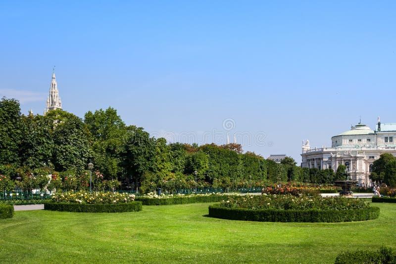 Volksgarten o parco del giardino della gente del palazzo di Hofburg a Vienna, in Austria immagine stock libera da diritti