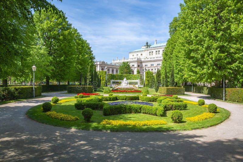 Volksgartenpark en Burg-theater, Wenen, Oostenrijk stock fotografie