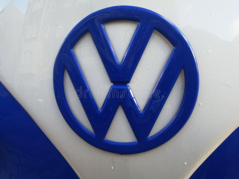 Volkswagen Bila Företag emblem arkivbilder