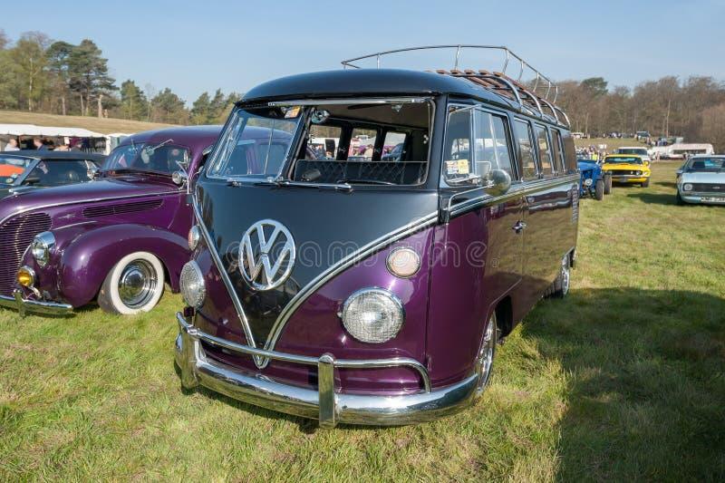 Volkswagen Camper para casa motora fotografia de stock royalty free