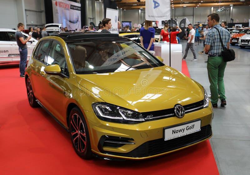 Volkswagen Golf ha visualizzato alla MANIFESTAZIONE di MOTO a Cracovia Polonia immagine stock