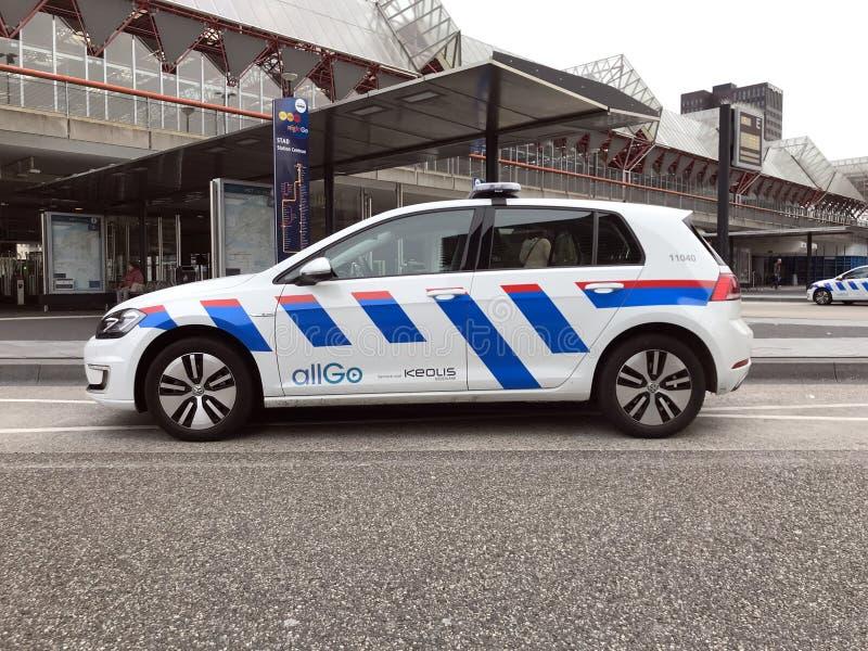 Volkswagen Golf ochrona Allogo Keolis i Zbawczy samochód obraz royalty free