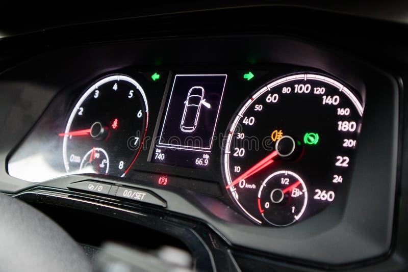 Volkswagen Polo instrumentbräda 2018 royaltyfri foto