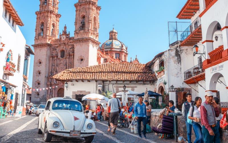 Volkswagen taxi på gatan i Taxco, stat av Guerrero, Mexico arkivfoton