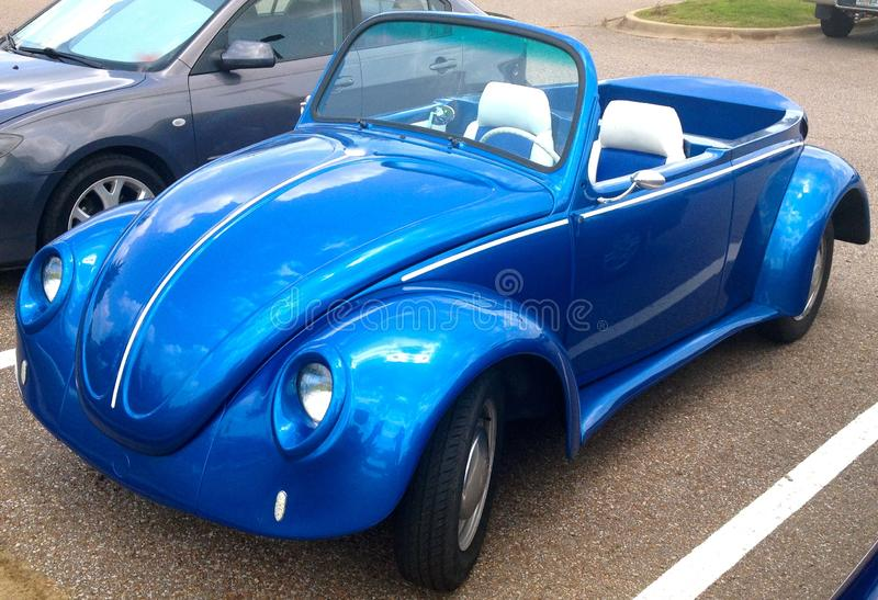 Volkswagen toppen utskjutande cabriolet royaltyfria foton