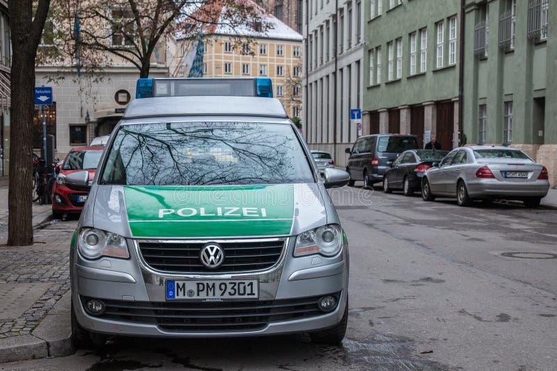Volkswagen van Beierse die Marechausseepolizei in München wordt genomen royalty-vrije stock fotografie