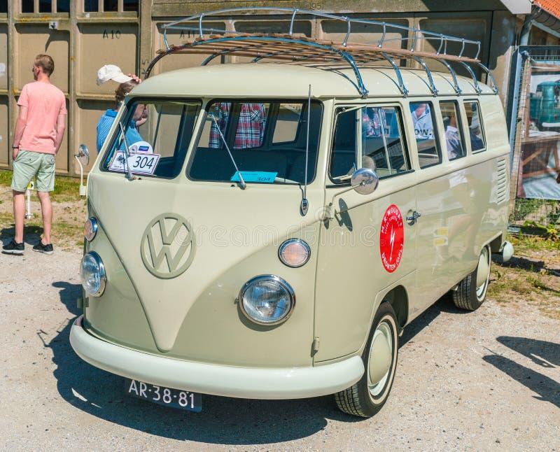 Volkswagen-Vervoerderst1 Oldtimer bij de jaarlijkse nationale oldtimerdag in Lelystad stock afbeelding
