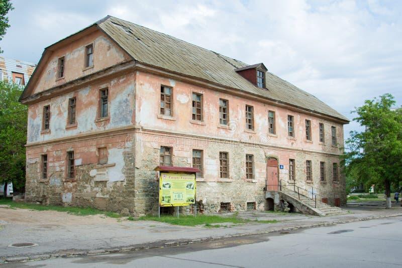 volkswagens Rosja, Maj - 23, 2019 Załamujący się budynek xviii wiek architektoniczny kompleks Staraya Sarepta muzeum wewnątrz obrazy royalty free
