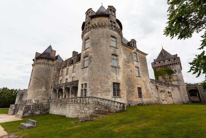 Voll- Ansicht von La Roche Courbon Schloss lizenzfreies stockbild