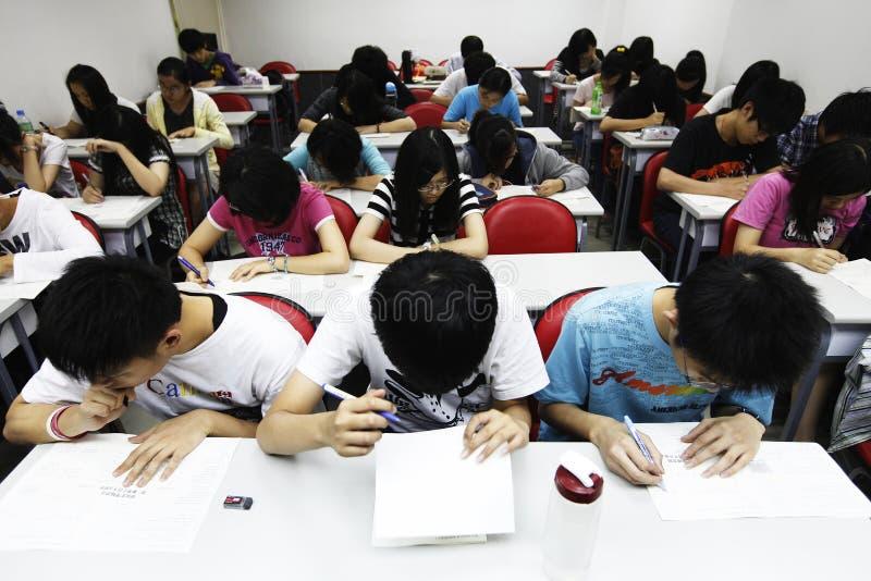 Voll stopfen Sie Schule lizenzfreie stockfotografie