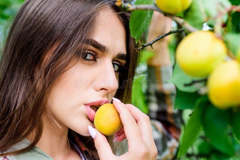 Voll vom Vitamin biologisches Lebensmittel und Vitamin Eignung und N?hren Gesunder Lebensstil Nat?rliche Kosmetik Vollkommene Hau lizenzfreies stockfoto